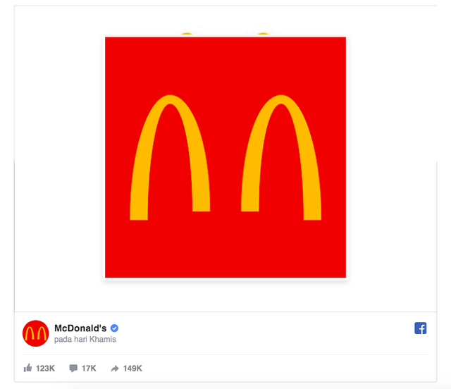 Tinh tế như McDonalds: Lặng lẽ để chữ M trong logo tách đôi ngầm nhắc nhở mọi người giữ khoảng cách tránh lây lan Covid-19 - Ảnh 1.