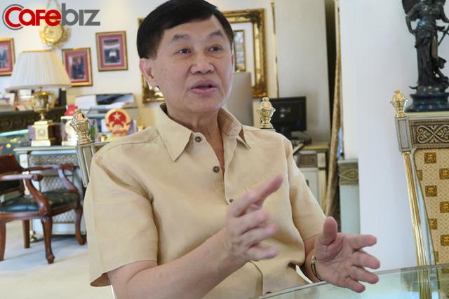 Sau khi góp 30 tỷ chống dịch và hạn mặn, Vua hàng hiệu Johnathan Hạnh Nguyễn tiếp tục miễn phí mặt bằng rộng 5.000m2 làm khu cách ly tập trung - Ảnh 2.