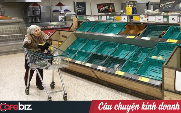 Hành động nhân văn thời dịch Covid-19 tại Mỹ: Các siêu thị lớn từ Walmart, Target, Whole Foods,... đồng loạt mở giờ riêng cho người già mua sắm - Ảnh 1.
