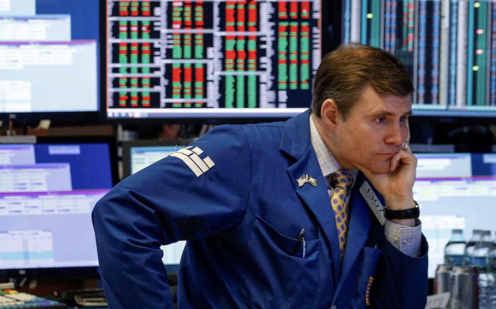 Nhà đầu tư thất vọng khi Quốc hội Mỹ chưa thông qua gói kích thích kinh tế lớn, Dow Jones đóng cửa ở mức thấp nhất trong gần 4 năm