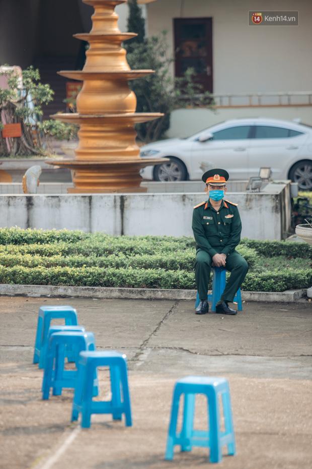 Chùm ảnh xúc động buổi chia tay tại khu cách ly: Người đến người đi, chỉ có các cô chú nhân viên vẫn ở lại chống dịch - Ảnh 32.