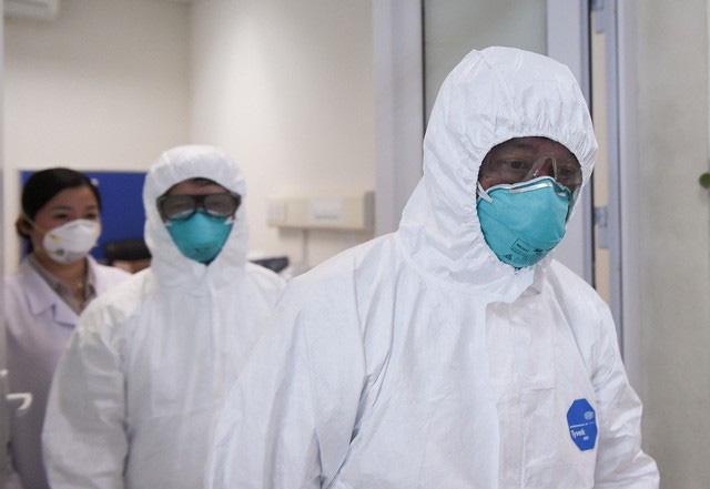 Ảnh: Thứ trưởng Bộ Y tế vào tận phòng cách ly thăm hỏi, động viên bệnh nhân mắc COVID-19 - Ảnh 5.