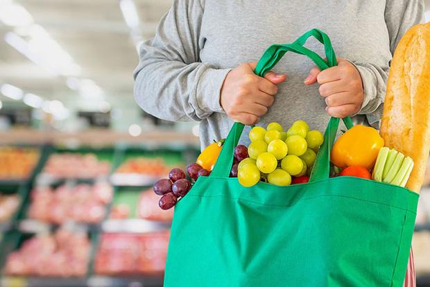 10 lưu ý giúp bạn tránh lây nhiễm Covid-19 khi phải đi mua sắm trong thời dịch - Ảnh 2.