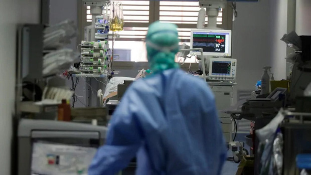 Covid-19 nguy hiểm cả với người trẻ: Chia sẻ của một bác sĩ tuyến đầu cho thấy nó tàn phá phổi người bệnh như thế nào - Ảnh 4.