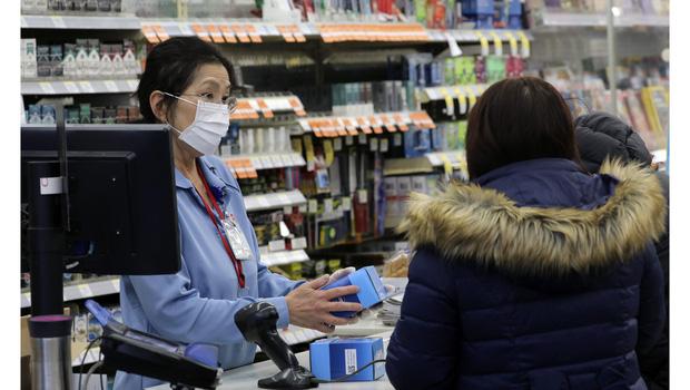10 lưu ý giúp bạn tránh lây nhiễm Covid-19 khi phải đi mua sắm trong thời dịch - Ảnh 4.