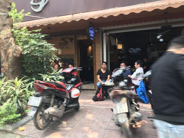 Hà Nội: Hàng loạt quán cafe, quán nhậu vẫn tấp nập mở cửa đón khách bất chấp lệnh đóng cửa để phòng chống COVID-19 - Ảnh 10.