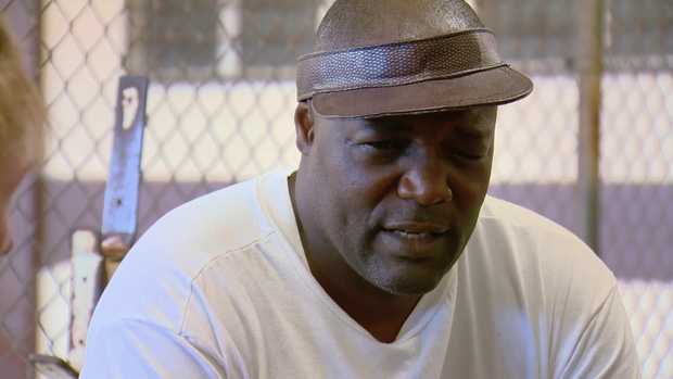 Bi kịch của võ sĩ quyền Anh bị Mike Tyson hạ gục sau 49 giây: Cướp ngân hàng, bắn cảnh sát và sẽ chết trong tù với bản án 160 năm giam giữ - Ảnh 1.