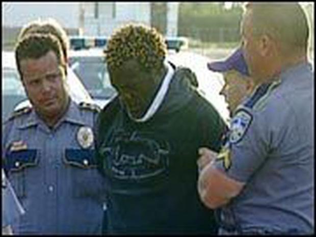Bi kịch của võ sĩ quyền Anh bị Mike Tyson hạ gục sau 49 giây: Cướp ngân hàng, bắn cảnh sát và sẽ chết trong tù với bản án 160 năm giam giữ - Ảnh 4.