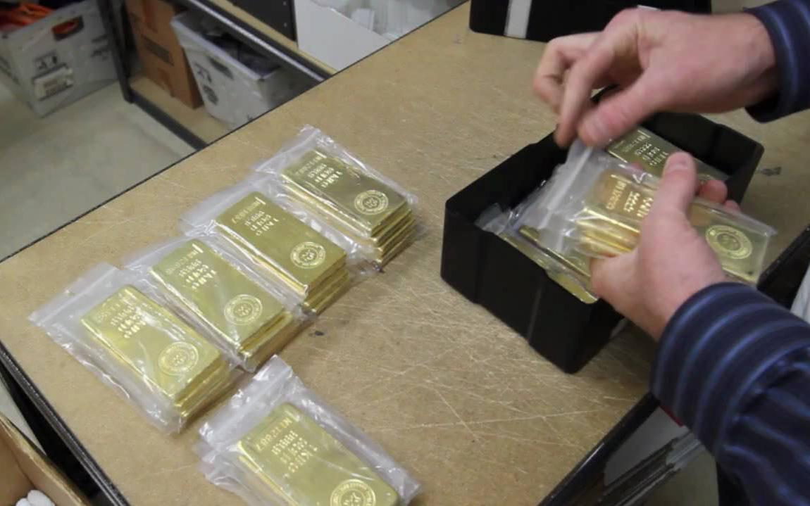 Cơn sốt vàng thỏi bùng lên vì Covid-19, thị trường vàng trải qua một tuần với những giao dịch kỳ lạ