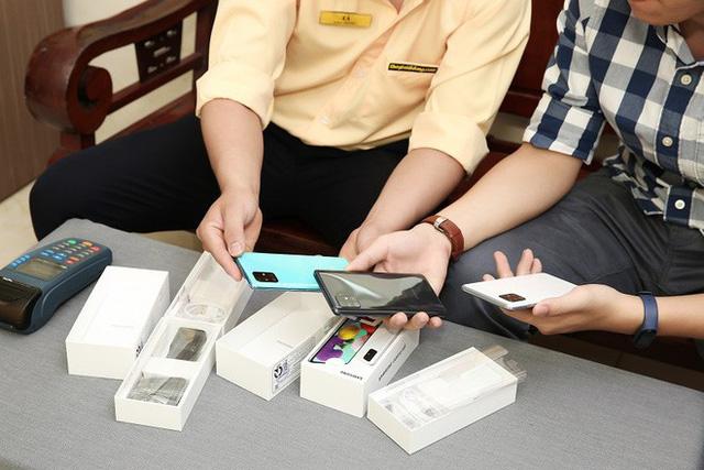 Cửa hàng kinh doanh điện thoại lớn nhỏ đóng cửa vì dịch, chuyển sang bán online - Ảnh 7.