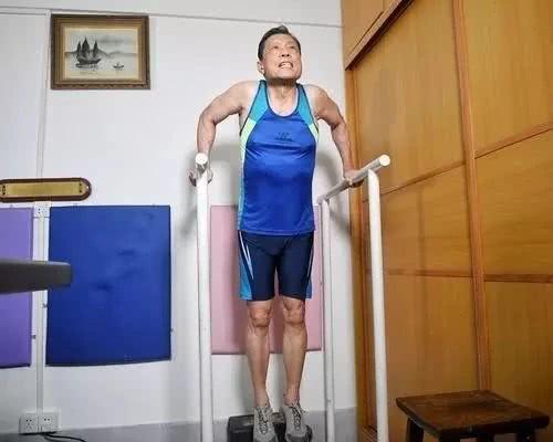 Nhà dịch tễ học hàng đầu Trung Quốc - Chung Nam Sơn 83 tuổi, từng mắc rất nhiều bệnh, nhưng hiện tại ông rất khỏe mạnh vì nhờ làm việc này đều đặn mỗi ngày - Ảnh 3.