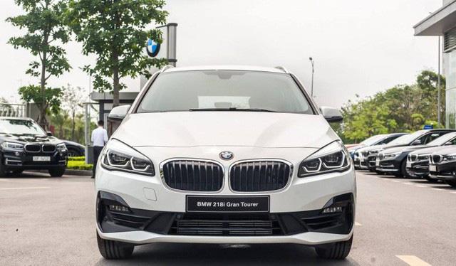 BMW 218i LCI lần đầu giảm giá gần 300 triệu đồng tại Việt Nam - MPV 7 chỗ hạng sang quyết 'vợt' khách bằng mức giá thấp kỷ lục - Ảnh 1.