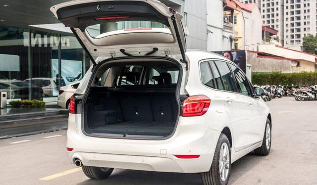 BMW 218i LCI lần đầu giảm giá gần 300 triệu đồng tại Việt Nam - MPV 7 chỗ hạng sang quyết 'vợt' khách bằng mức giá thấp kỷ lục - Ảnh 4.