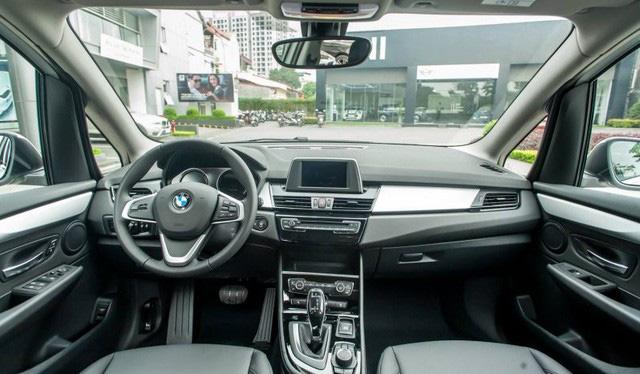 BMW 218i LCI lần đầu giảm giá gần 300 triệu đồng tại Việt Nam - MPV 7 chỗ hạng sang quyết 'vợt' khách bằng mức giá thấp kỷ lục - Ảnh 5.