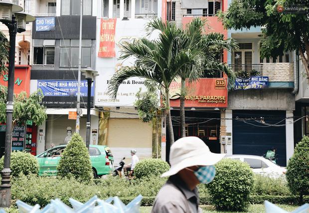 Giá thuê hàng nghìn USD/tháng nhưng nhiều cửa hàng trên đường Phan Xích Long phải ngưng hoạt động vì dịch Covid-19 - Ảnh 3.