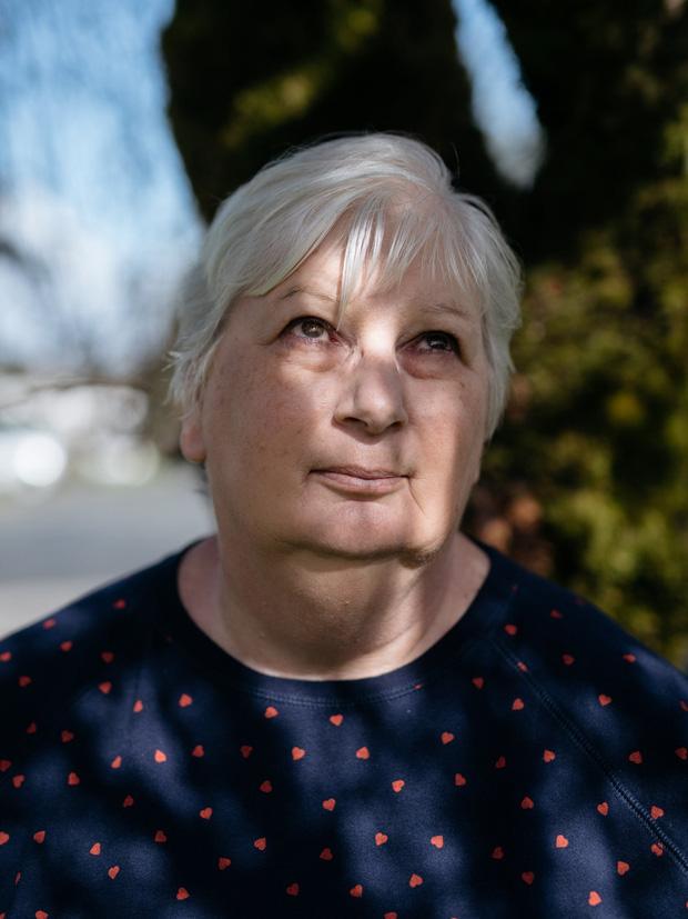 Gửi bố mẹ vào viện dưỡng lão, những người con còn đau khổ gấp trăm lần khi chứng kiến họ qua đời vì nhiễm virus corona - Ảnh 1.
