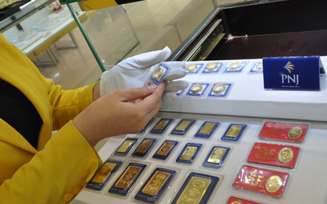 Giá vàng trong nước ngược chiều thế giới