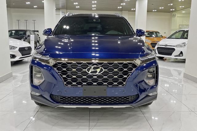 Hyundai Santa Fe ưu đãi chưa từng có: Giảm giá gần trăm triệu chạy đua với Mazda CX-8 và Honda CR-V - Ảnh 1.