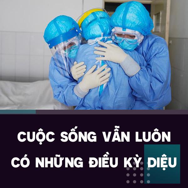 Điều kì diệu tại BV Bạch Mai những ngày cách ly toàn diện: Hàng chục y bác sĩ mặc đồ bảo hộ nỗ lực cứu sống sản phụ bị sốc mất máu, 2 lần ngừng tim - Ảnh 3.