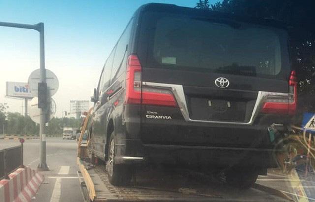 Nhiều xe nhập khẩu độc và lạ về Việt Nam giữa mùa dịch: Gầm cao áp đảo, giá đều bạc tỷ - Ảnh 17.