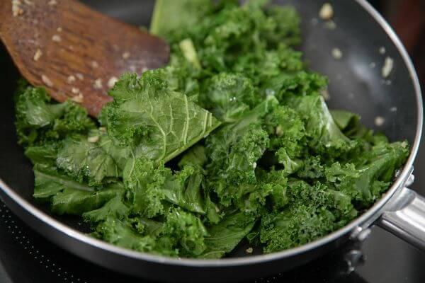 Kiểm soát cao huyết áp đơn giản nhờ ăn thường xuyên 7 loại thực phẩm này, tốt còn hơn cả dùng thuốc - Ảnh 2.