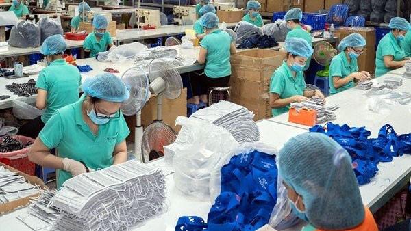 Doanh nghiệp dệt may nhận được đơn hàng dài hạn về khẩu trang - Ảnh 1.