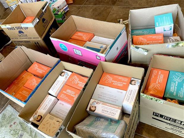 Đài truyền hình Mỹ ca ngợi loạt tiệm nail Việt Nam ủng hộ găng tay, khẩu trang cho các bệnh viện và mở xưởng may đồ bảo hộ cho nhân viên y tế - Ảnh 1.