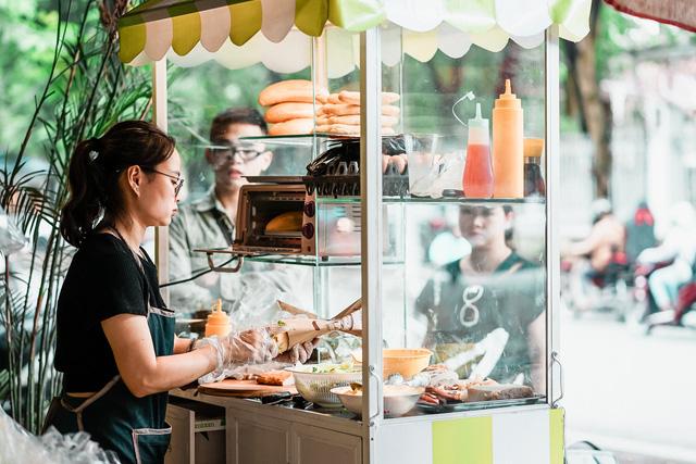 """Bánh mì Việt Nam, hành trình từ ổ bánh """"thượng lưu"""" cho đến món ăn đường phố làm kinh ngạc cả thế giới - Ảnh 11."""