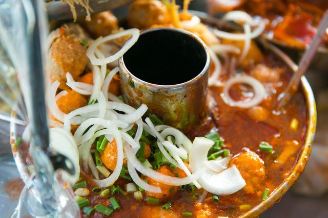 """Bánh mì Việt Nam, hành trình từ ổ bánh """"thượng lưu"""" cho đến món ăn đường phố làm kinh ngạc cả thế giới - Ảnh 19."""