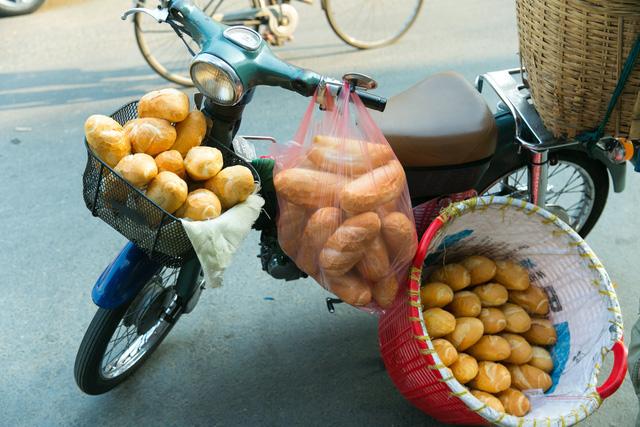 """Bánh mì Việt Nam, hành trình từ ổ bánh """"thượng lưu"""" cho đến món ăn đường phố làm kinh ngạc cả thế giới - Ảnh 27."""