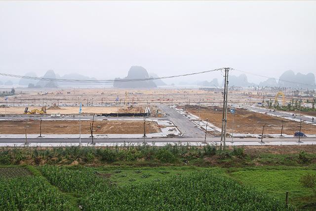 Một năm sau cơn sốt, giá đất Vân Đồn giảm sâu có nơi 35% - Ảnh 1.