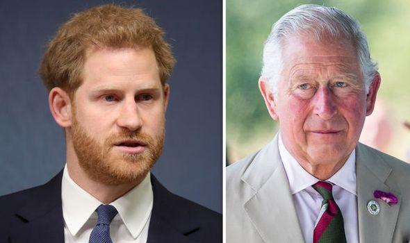 Báo Mỹ: Harry được cho là muốn trở về Anh để giúp đỡ gia đình, Meghan Markle ngay lập tức đe dọa ly hôn - Ảnh 1.
