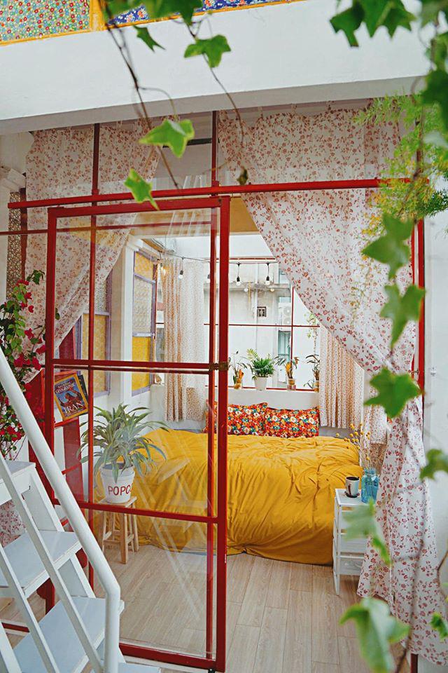 Cải tạo tầng thượng cũ kỹ thành không gian sống vintage lãng mạn - Ảnh 2.