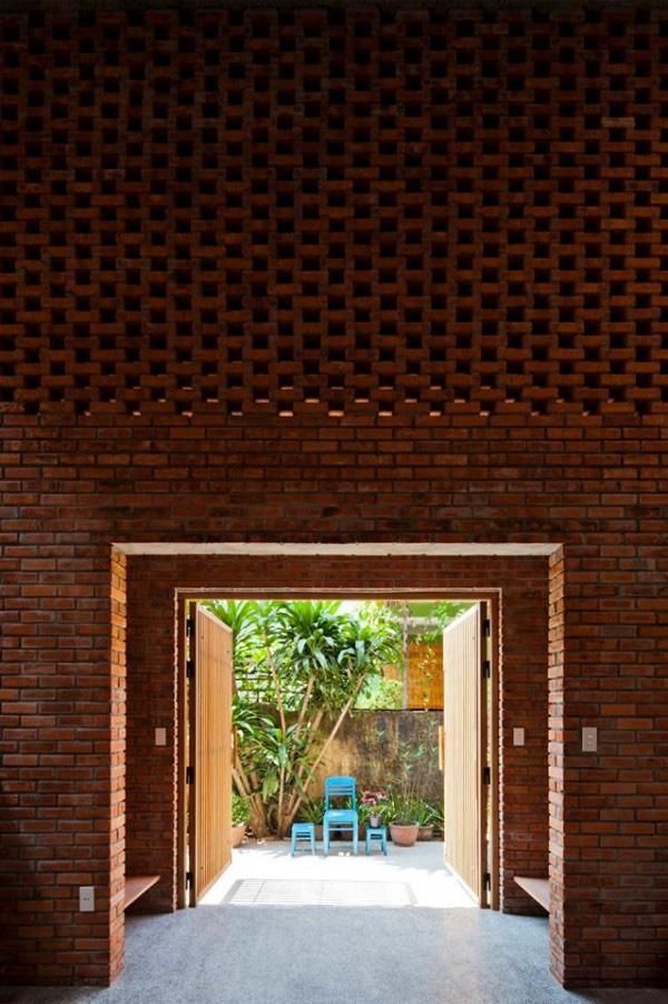 Ngôi nhà bằng gạch đỏ chống nóng không lo lỗi thời - Ảnh 11.