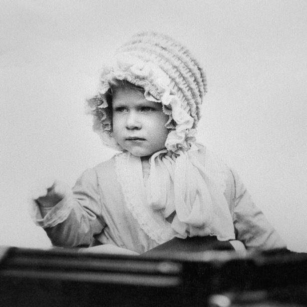 Nữ hoàng Elizabeth II: Từ công chúa sinh ra trong nhung lụa trở thành người phụ nữ quyền lực truyền cảm hứng cho hàng triệu trái tim - Ảnh 6.