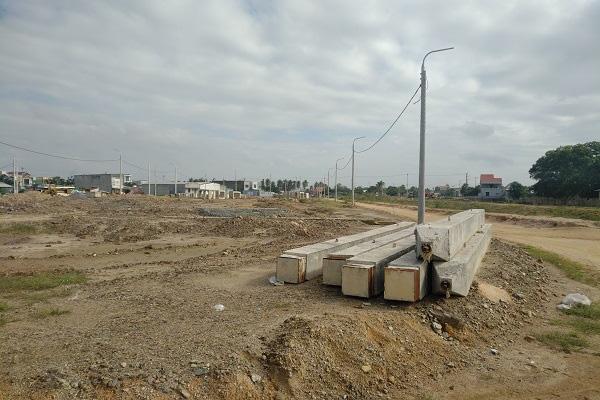 Doanh nghiệp bất động sản than khó tiếp cận gói hỗ trợ của Chính phủ - Ảnh 1.