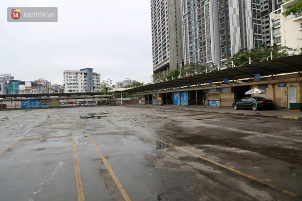 Tài xế xe ôm, taxi trong ngày đầu nới lỏng giãn cách xã hội tại Hà Nội: Hào hứng đi làm lại nhưng chờ từ sáng đến trưa chẳng có khách nào - Ảnh 6.