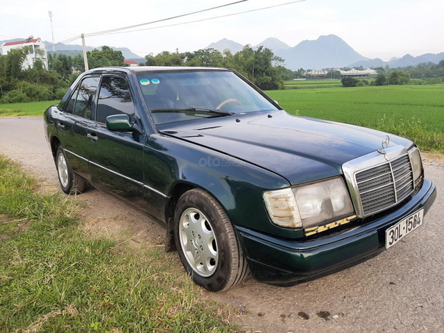 Dàn ô tô sang chảnh một thời rao bán rẻ như cho, có chiếc chỉ 38 triệu đồng - Ảnh 1.
