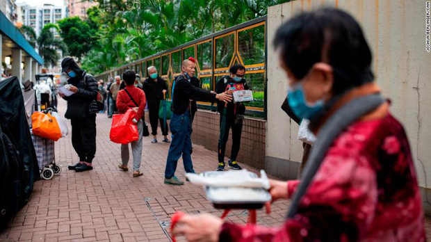 Bi kịch thế giới nhà chuồng cọp ở Hong Kong những ngày cách ly xã hội: Mỗi phòng cả chục người, giãn cách kiểu gì bây giờ? - Ảnh 3.