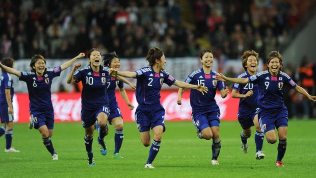 10 bức ảnh ấn tượng nhất lịch sử bóng đá châu Á: Nữ quyền lên ngôi, phóng viên bật khóc vẫn không rời ống kính - Ảnh 4.