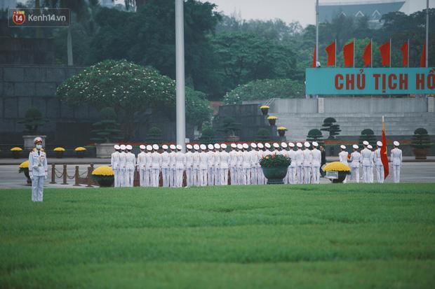 Buổi lễ thượng cờ thiêng liêng tại Quảng trường Ba Đình sáng 30/4: Được sống trong thời bình, không có chiến tranh là một điều rất hạnh phúc - Ảnh 3.