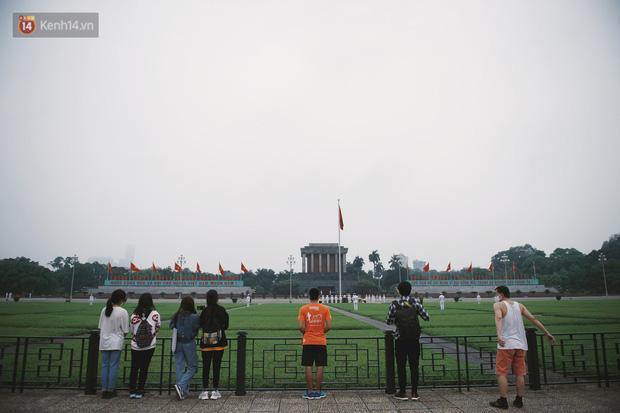Buổi lễ thượng cờ thiêng liêng tại Quảng trường Ba Đình sáng 30/4: Được sống trong thời bình, không có chiến tranh là một điều rất hạnh phúc - Ảnh 4.