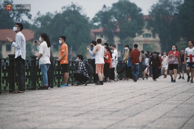 Buổi lễ thượng cờ thiêng liêng tại Quảng trường Ba Đình sáng 30/4: Được sống trong thời bình, không có chiến tranh là một điều rất hạnh phúc - Ảnh 5.