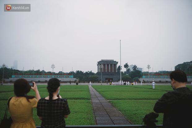 Buổi lễ thượng cờ thiêng liêng tại Quảng trường Ba Đình sáng 30/4: Được sống trong thời bình, không có chiến tranh là một điều rất hạnh phúc - Ảnh 8.