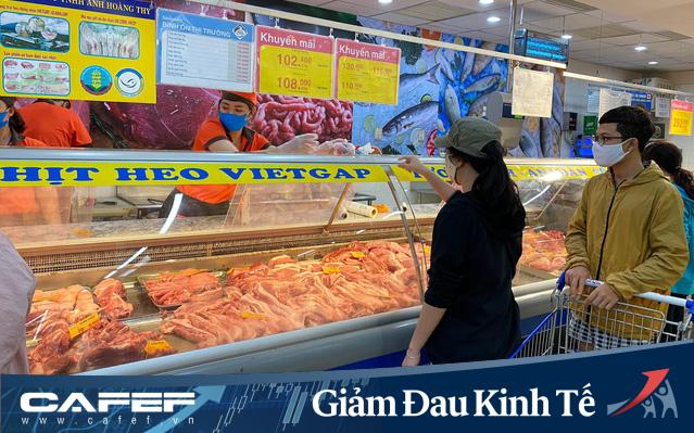 Siêu thị mùa dịch COVID-19: Saigon Co.op chính thức áp dụng khoảng cách 2m - rào chắn quầy thu ngân