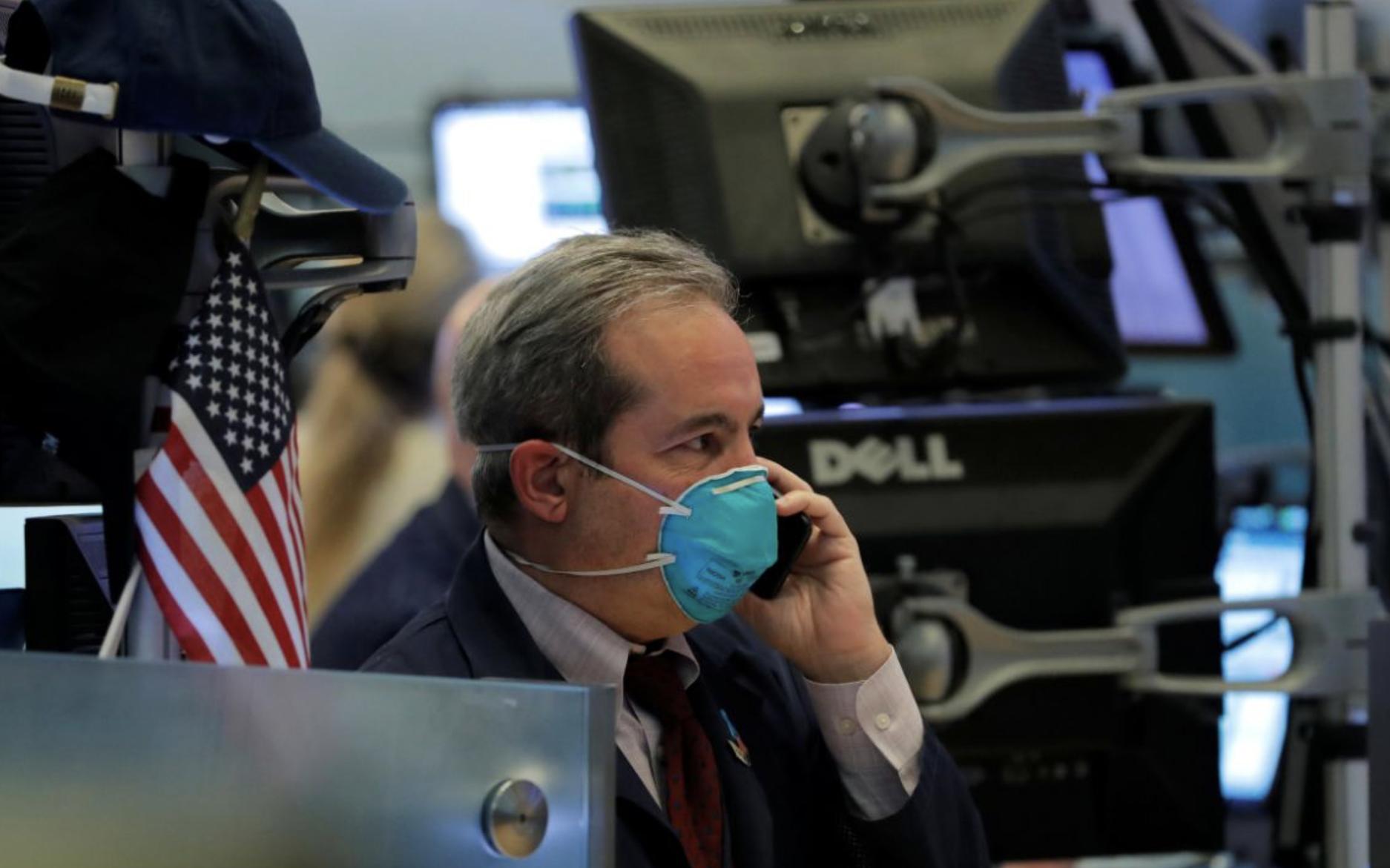 Tăng mạnh ở đầu phiên, Phố Wall bất ngờ quay đầu giảm điểm khi nhà đầu tư lo ngại về tác động kinh tế của dịch bệnh