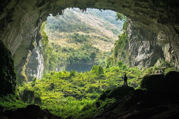 Báo Anh liệt kê 10 địa điểm du lịch qua màn ảnh lý tưởng nhất trên thế giới, hang Sơn Đoòng của Việt Nam bất ngờ nằm trong danh sách - Ảnh 1.