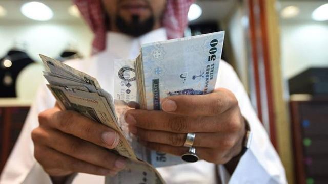 Ngân sách thiếu hụt, Arab Saudi phải tăng VAT lên gấp 3, dừng phát tiền hàng tháng cho người dân - Ảnh 1.