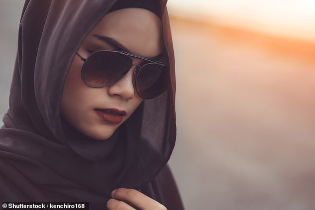 Sự ngang ngược của công chúa Ả Rập Saudi qua lời kể của nữ trợ lý: Coi thường nhân viên với quy tắc dài 4 trang, phải làm việc tới 4 giờ sáng - Ảnh 3.
