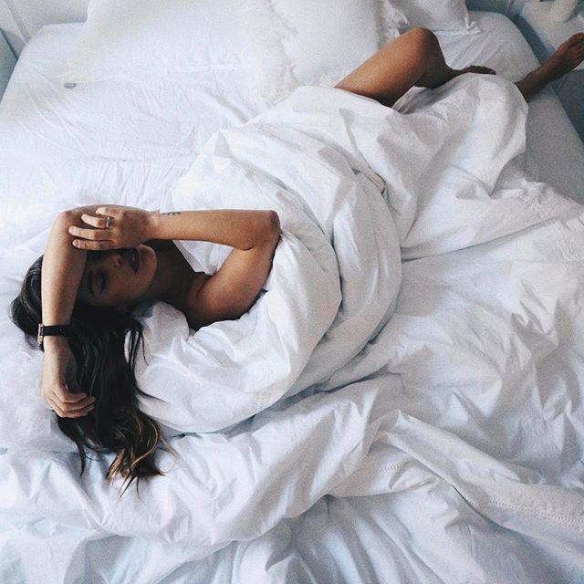 Đây là tư thế ngủ tốt nhất được bác sĩ khuyến cáo để cơ thể thư giãn, khỏe khoắn và chìm vào giấc ngủ nhanh hơn  - Ảnh 3.